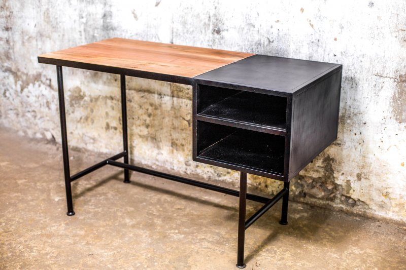 Ref. 2010 | Little Oslo desk