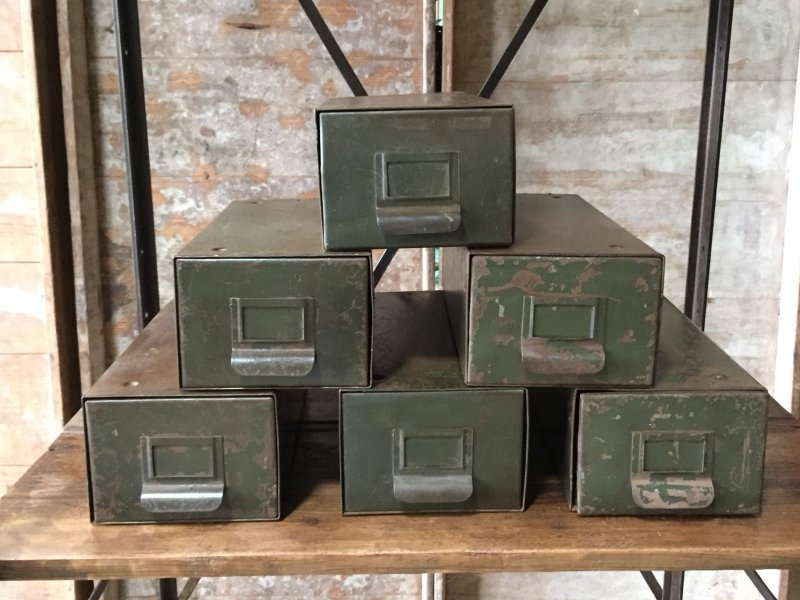 Ref. 840 | Kaki metal boxes