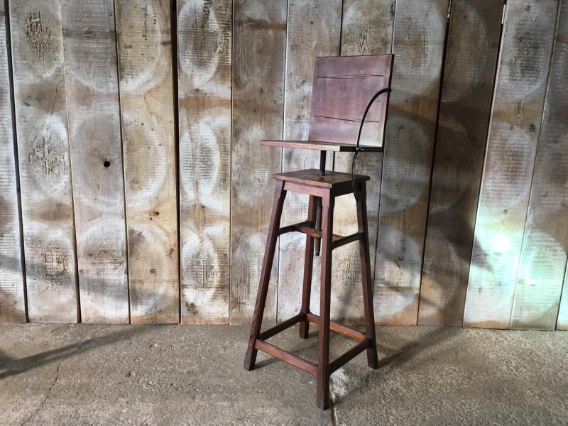 Ref. 1632 | Stool with screw